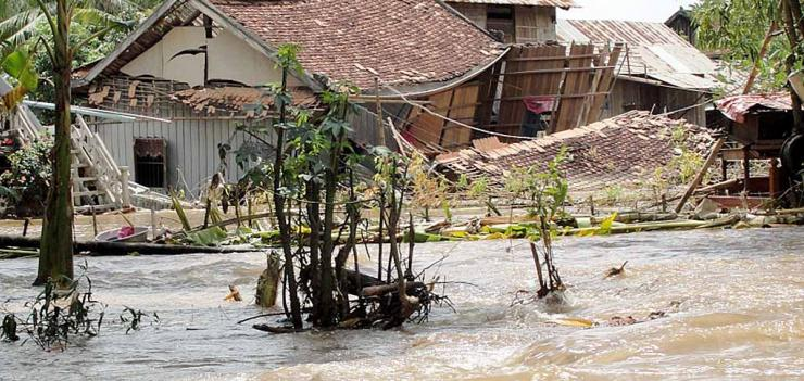 Photo Credit: Cambodia floods 2011. Thearat Touch EU/ECHO Licensed under CC BY 2.0