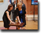USAID Mission Director, Susan Fritz, and National Assembly Speaker Slavica Djukic-Dejanovic demonstrated the features of the new website at the launch event