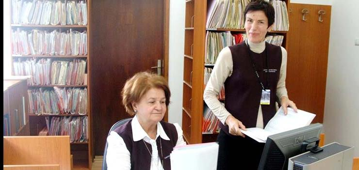 Registry clerks at CC Zenica in their new remodeled environment
