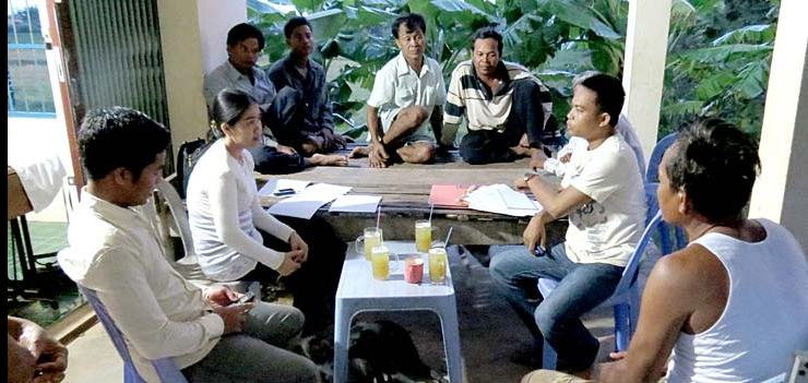 Vishnu lawyers provide legal advice to Porng Toek community members.